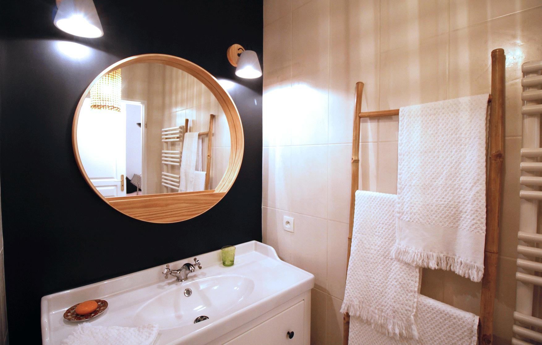 Une salle de bain rétro - Julie BARBEAU Décoration